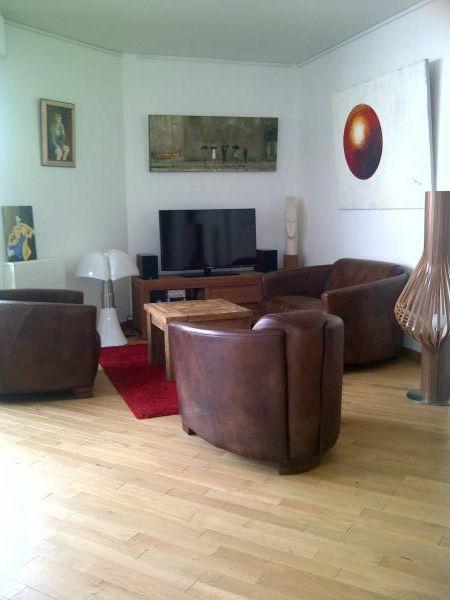 Mi sillón de cuero Red Baron  y mi lámpara  de salón diva!