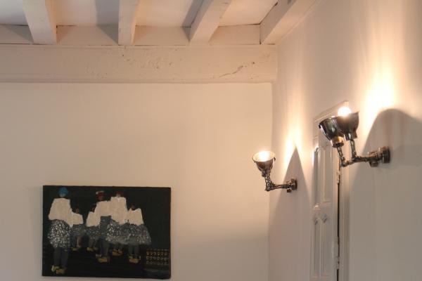 Hermosa l�mpara de pared doble que ilumina mi habitaci�n muy bien, tambi�n muy pr�ctica ya que ilumina la parte que yo quiero!