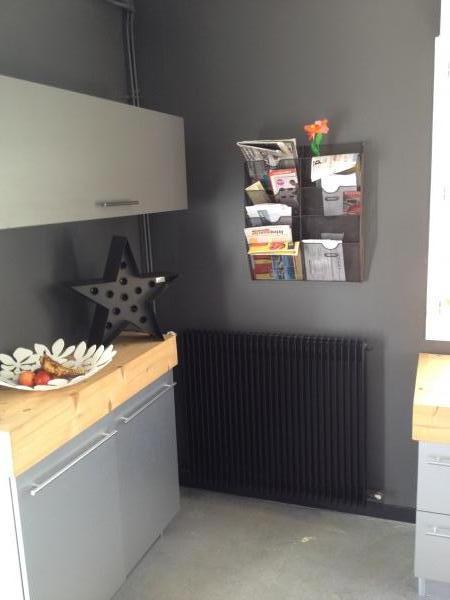 No m�s papeles alrededor de mi cocina con el estante para revistas!  Lleno de brillo y robusto, este le da un toque industrial a mi interior