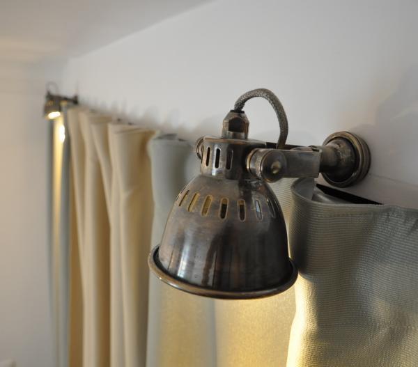 Ambiente retro para mi armario con estos dos hermosas y pequeñas lámparas de pared bistró