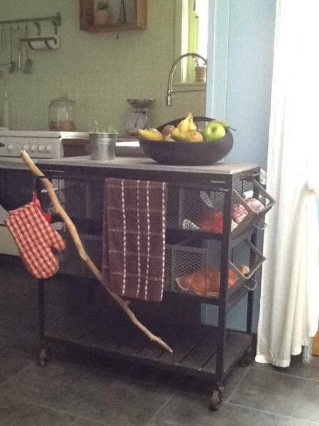Esta mesa auxiliar de cocina se encaja perfectamente en mi cocina