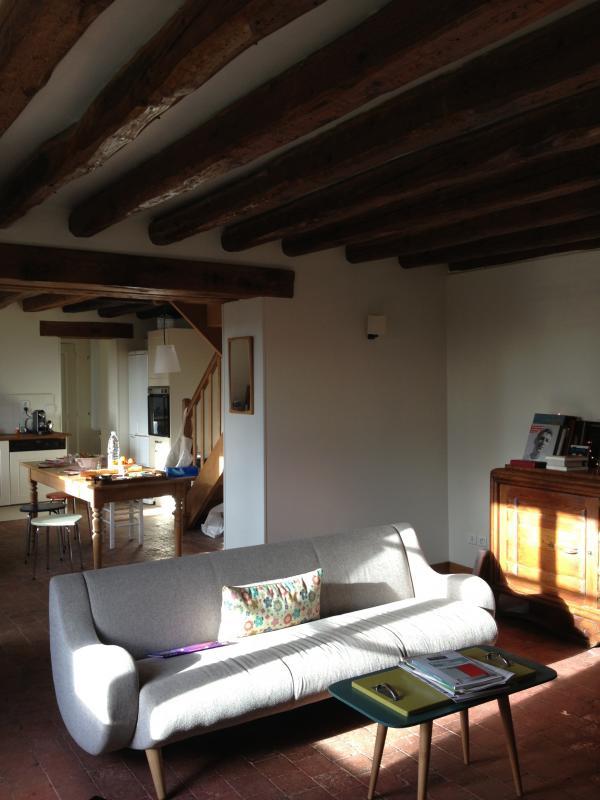 Sofá de 3 plazas Ginebra.Muebles escandinavos en una casa pequeña y encantadora de Normandía. ¡Guay!
