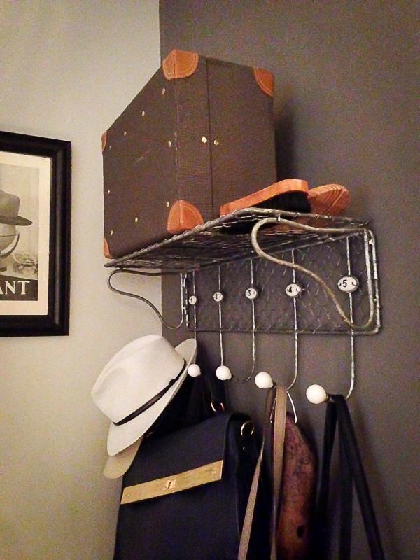 Un perchero vintage, accesorios vintage ... Exactamente lo que necesitábamos para la entrada