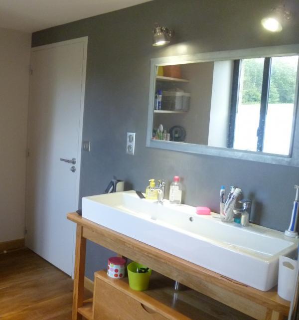 2 lámparas de pared retro de PIB, para iluminar un espejo con un marco de cinc! Materias primas: parquet de madera, lavabo y hormigón encerado en la pared ...