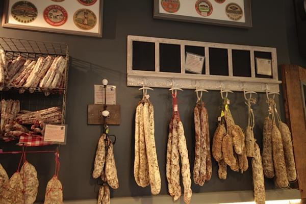 ¡Aquí hay una foto de los productos de PIB en nuestra tienda en Londres!