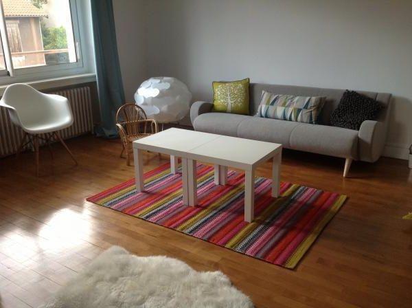 Mi sofá hermoso que da estilo a la sala.
