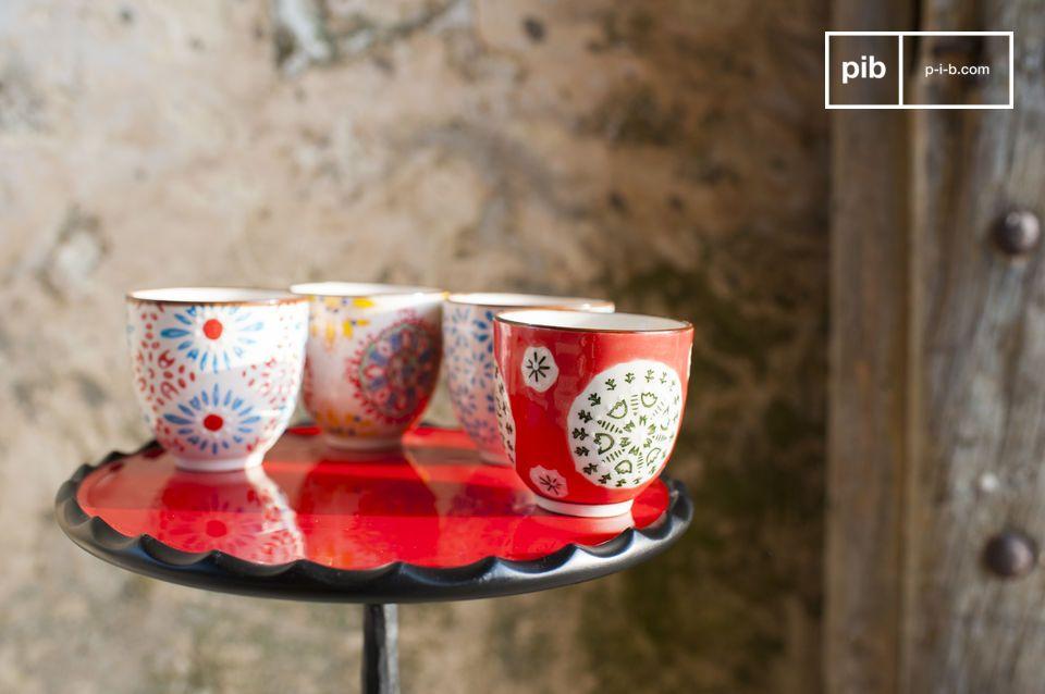 Las cuatro tazas de café expreso Tzigane son hermosas recipientes para gozar de un café con sus