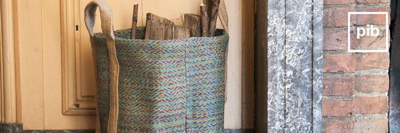 Antigua colección de cajas de maderay cestas shabby chic