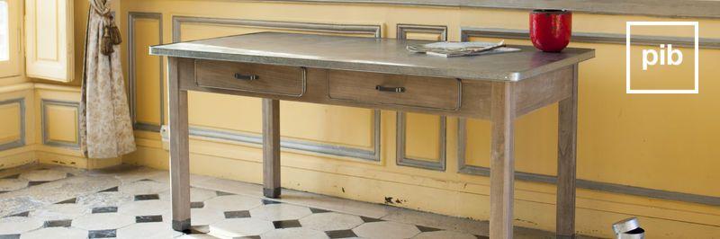 Antigua colección de escritorios de madera shabby chic