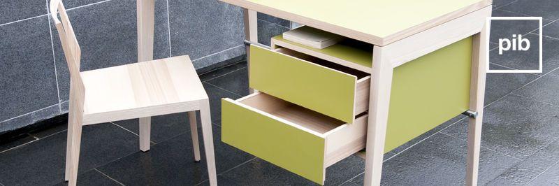 Antigua colección de escritorios