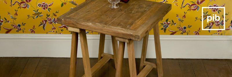 Antigua colección de mesas auxiliares de madera shabby chic