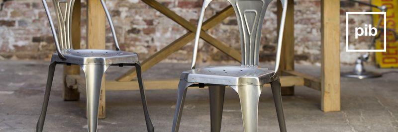 Antigua colección de sillas industriales retro