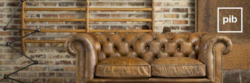 Antigua colección de sillas y sillones de diseño industrial