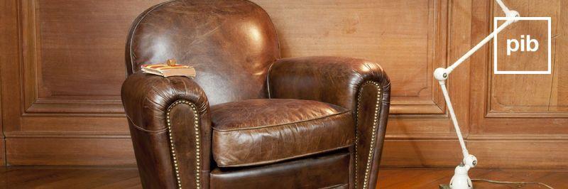 Antigua colección de sillones de cuero industriales