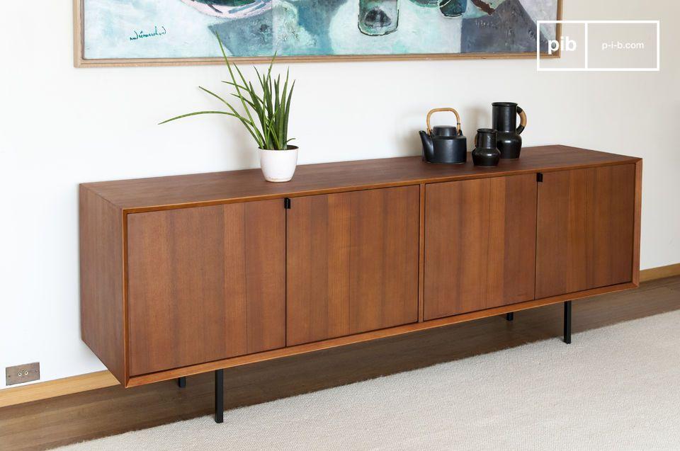 En el lado visual, magníficos acabados biselados en las cuatro esquinas exteriores del mueble