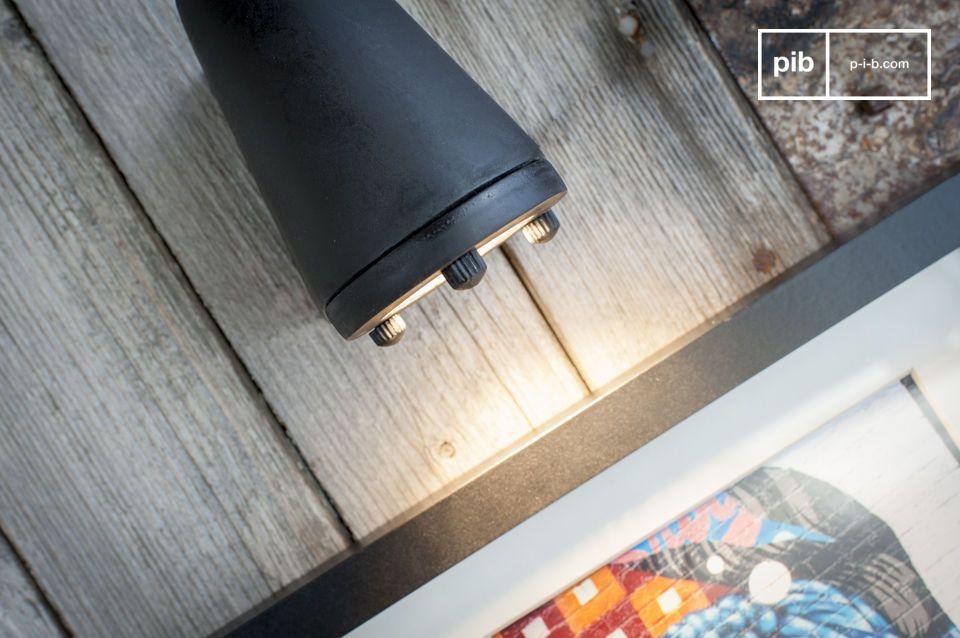 Inspirado industrialmente y diseñado de forma óptima para iluminar un objeto