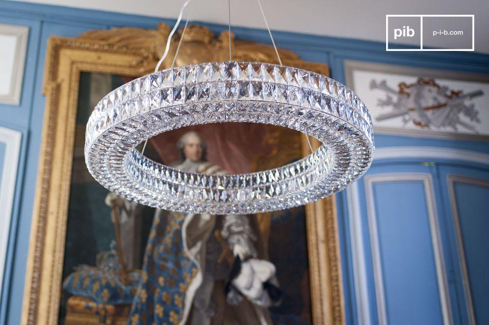 La araña de cristal Monte Carlo consiste en cientos de rectángulos de vidrio biselados montados a