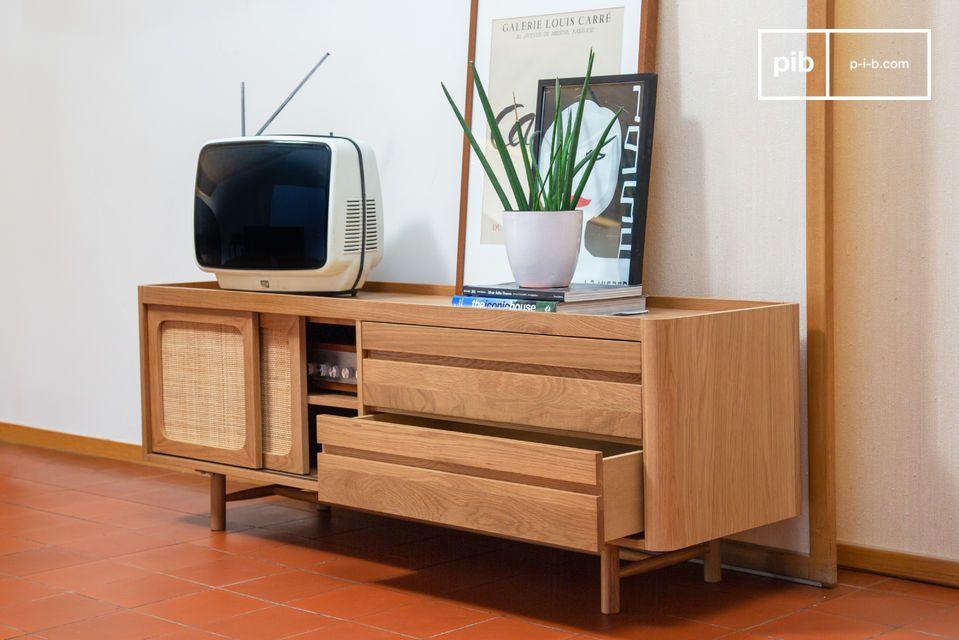 Inspirado en los años 50, este mueble para TV tiene dos grandes cajones con rodamientos de bolas