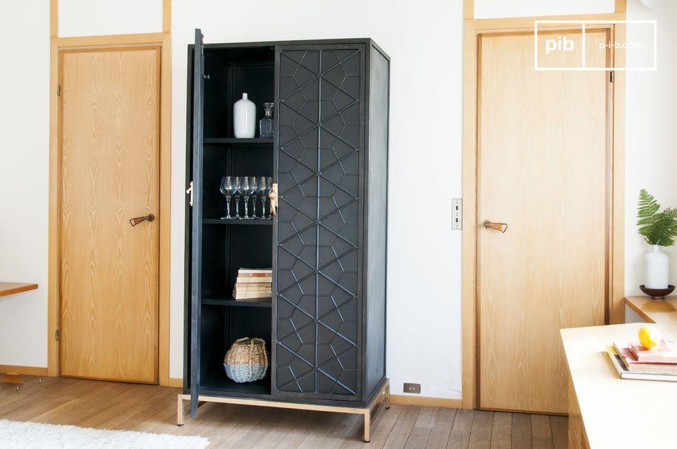 El armario industrial metálico de Lennon es elegantemente discreto