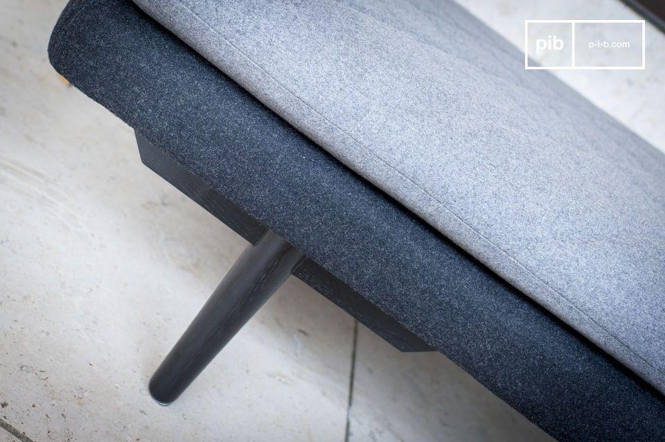 El tejido de lana gris en este estilo minimalista le da a este banco una estética limpia y