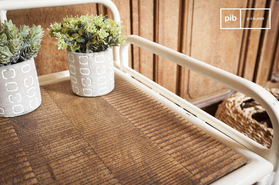 Un mueble práctico que aporta un aspecto retro a su entrada