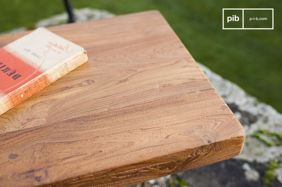El banco Peterstivy consiste en la combinación perfecta de una base simple y un asiento de madera