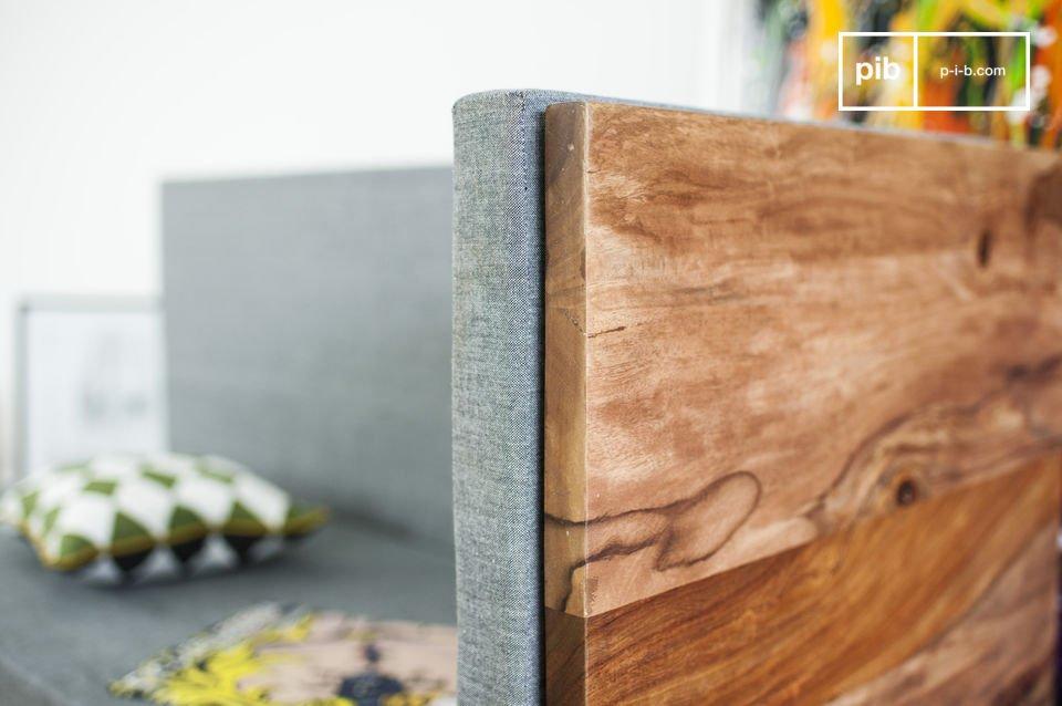 Diseñado totalmente en palisandro sólido