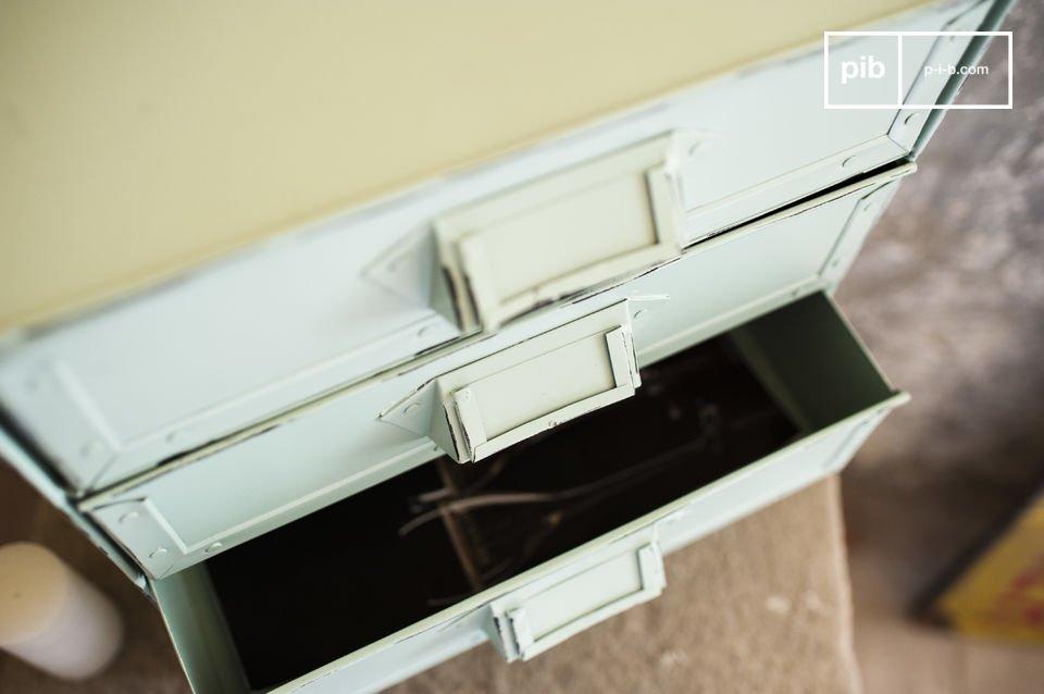 La cajonera de almacenamiento Delray es un pequeño mueble que le ayudará a organizar todos sus