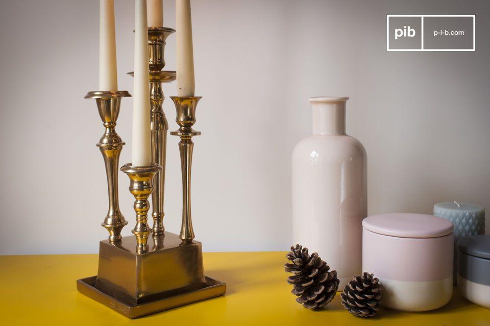 Un elemento decorativo clave en el centro de una mesa o en una mesa consola