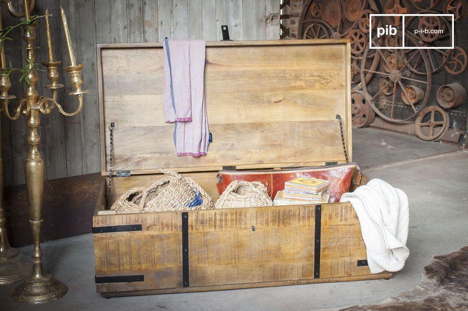 Un hermoso baúl que se puede usar como cofre o mesa de centro