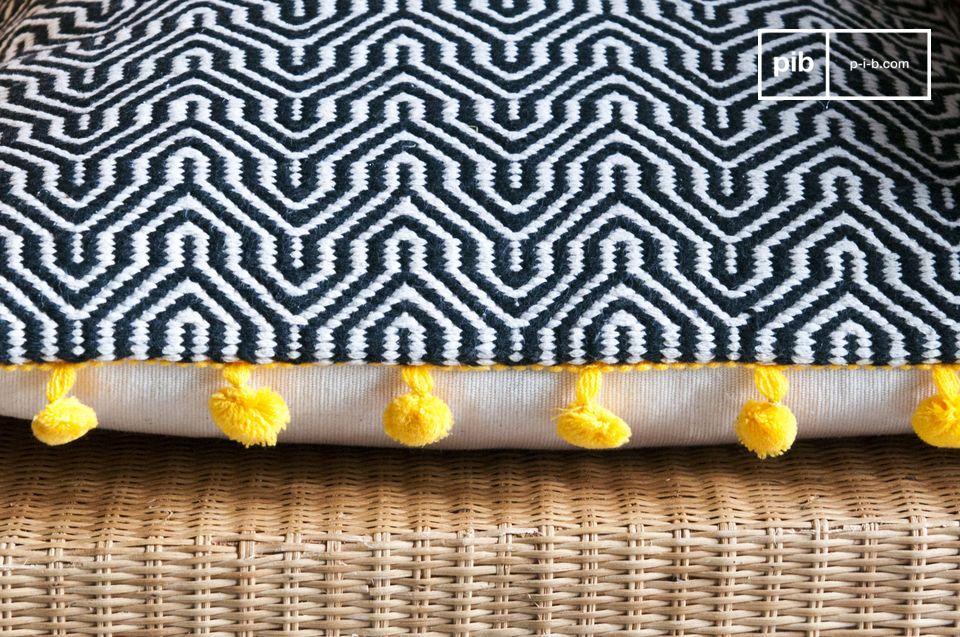 Diseño geométrico, tejidos a mano con pompones coloridos