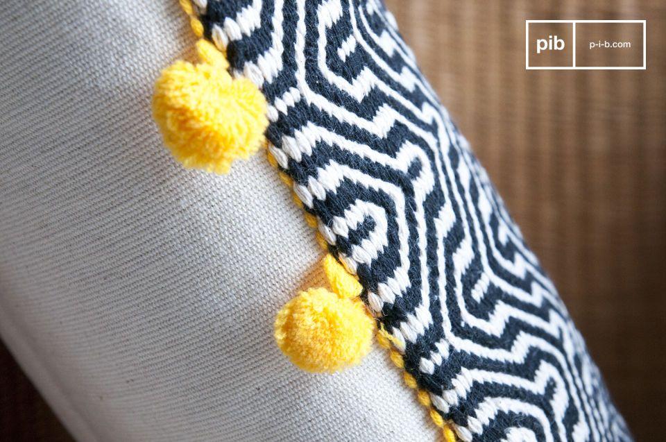 El cojín de algodón Ziggy está hecho con un grueso lienzo tejido a mano