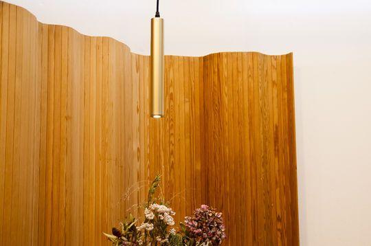 Colgante lámpara Isabelle con acabado en oro