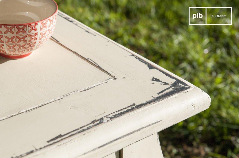 La mesa de comedor Amadeo es una gran pieza de mobiliario que le permitirá dar la bienvenida a