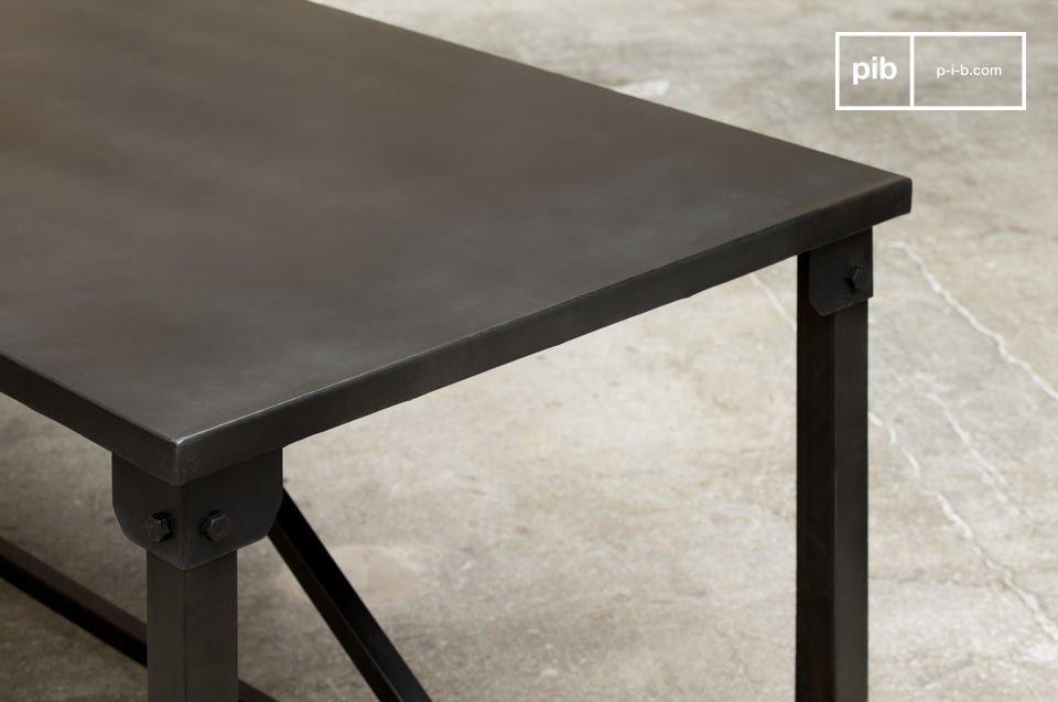 La mesa de comedor Kerizel tiene un estilo totalmente industrial con líneas cuadradas y sobrias