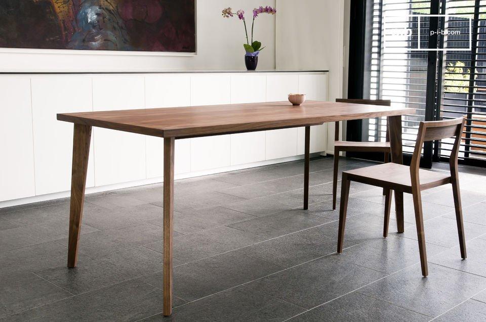 Simplicidad y elegancia con toda la belleza de madera maciza de nogal