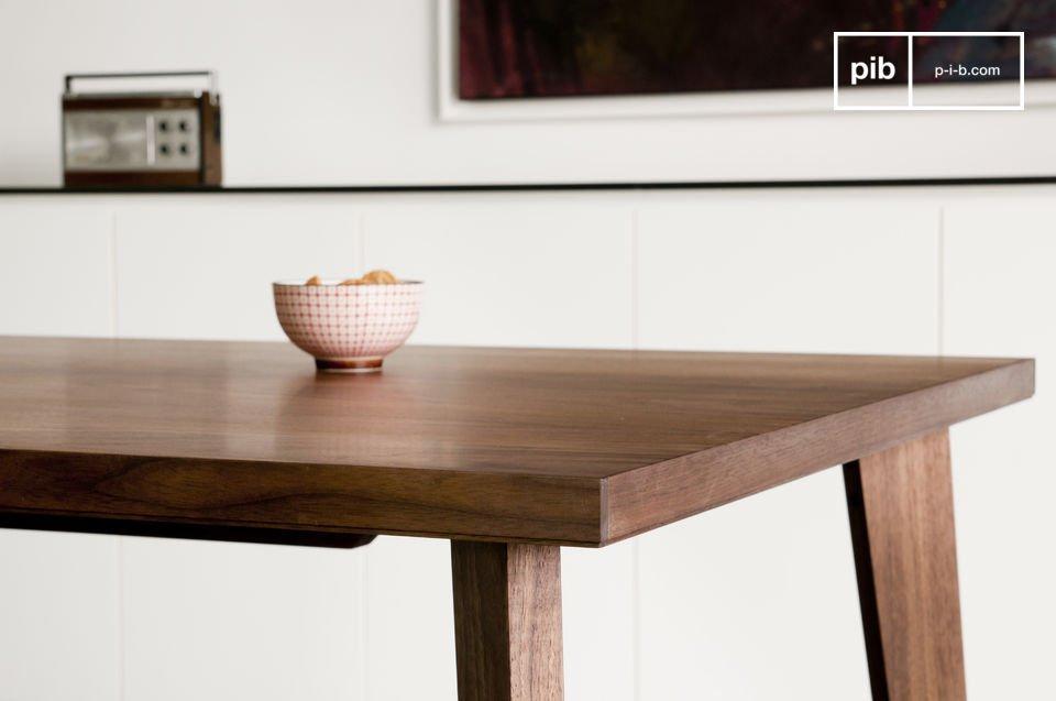 Esta mesa de nogal