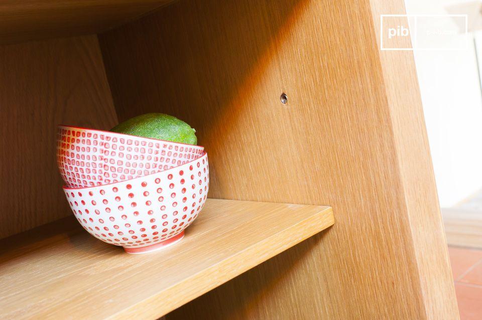 Los mangos son finos, redondeados y acampanados para un delicado toque de originalidad