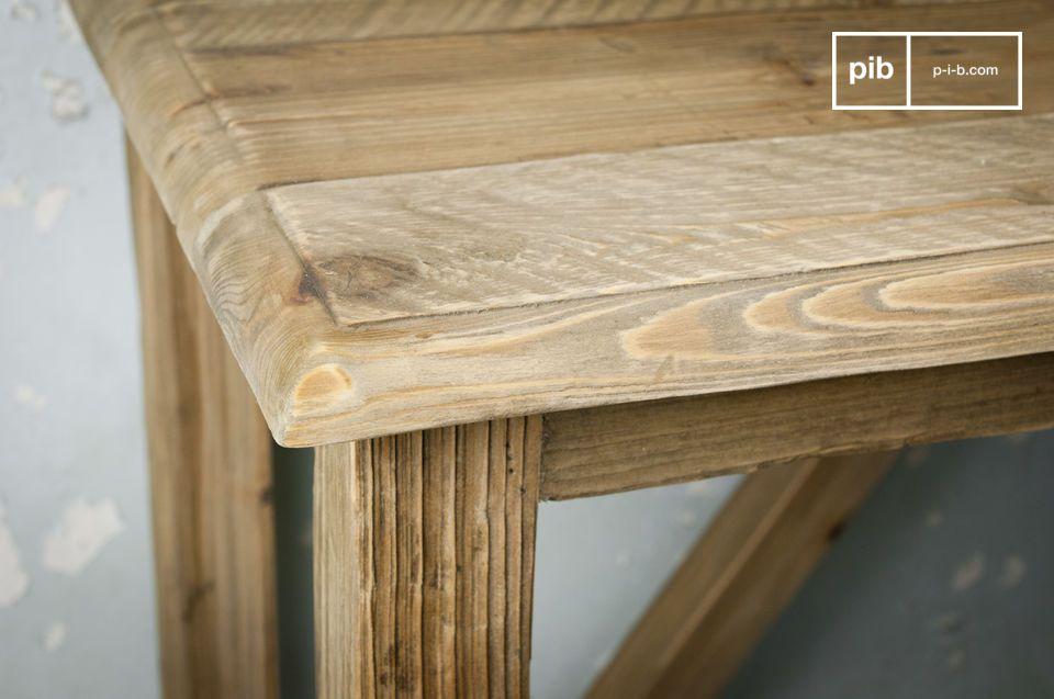 Opta por una de nuestras consolas muebles con carácter, hecha de madera de pino sólida reciclada