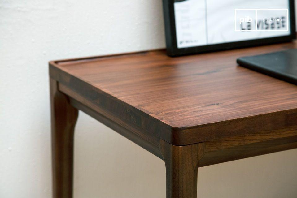 Una magnífica consola de escritorio hecha de madera noble