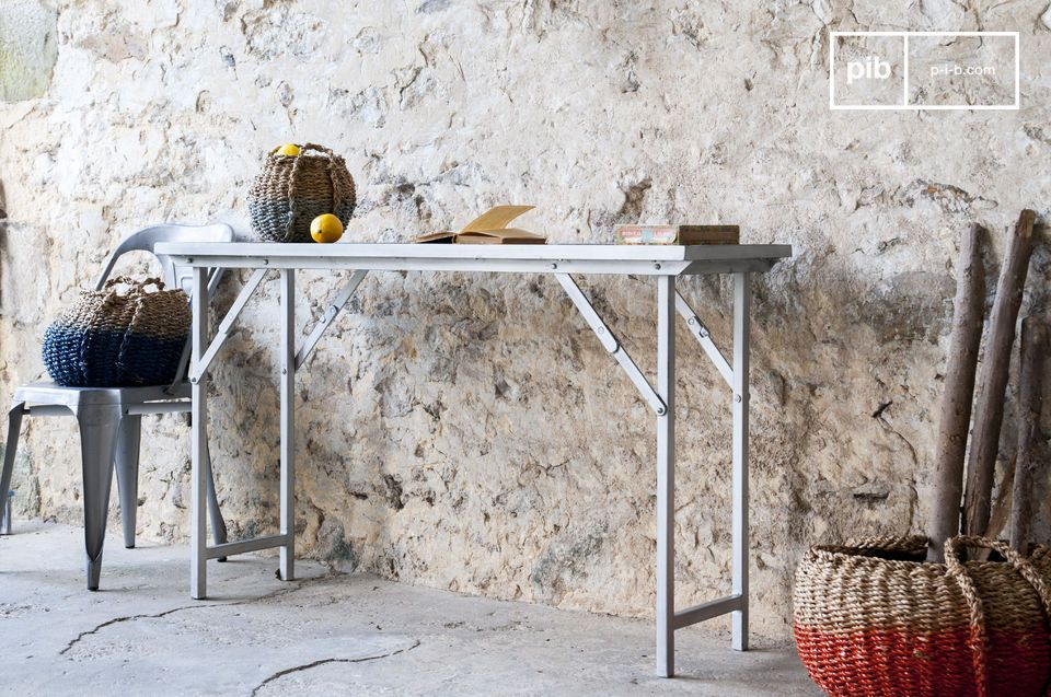 Consola o escritotio, un mueble plegado y robusto