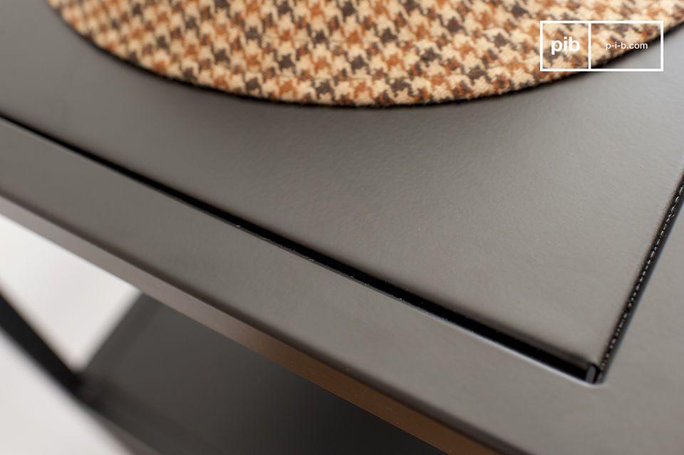 La estética del mobiliario se basa en el juego geométrico inteligente y en la deconstrucción de