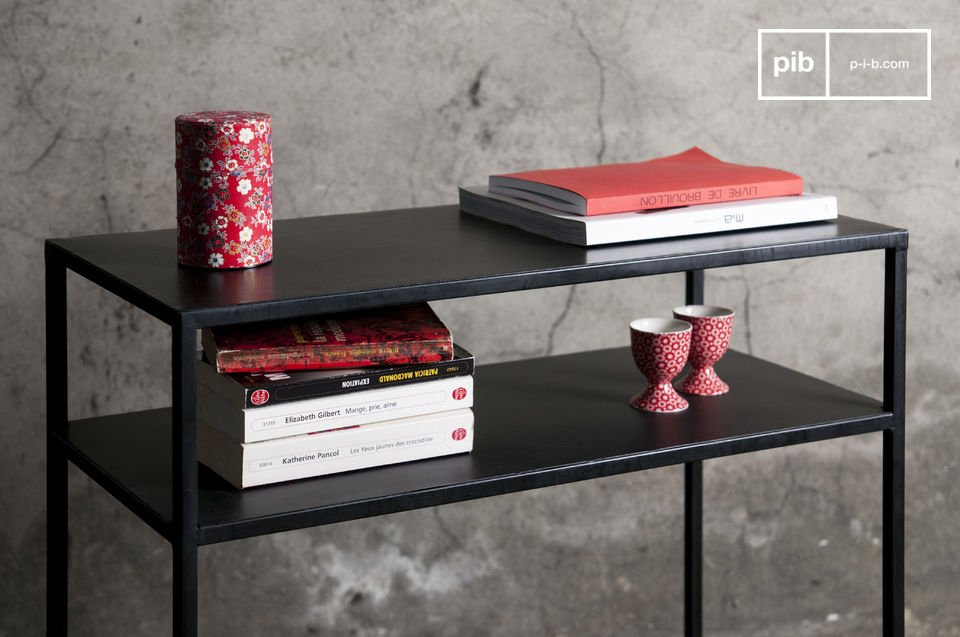 La consola Myriam combina un acabado negro satinado y una fina forma cuadrada