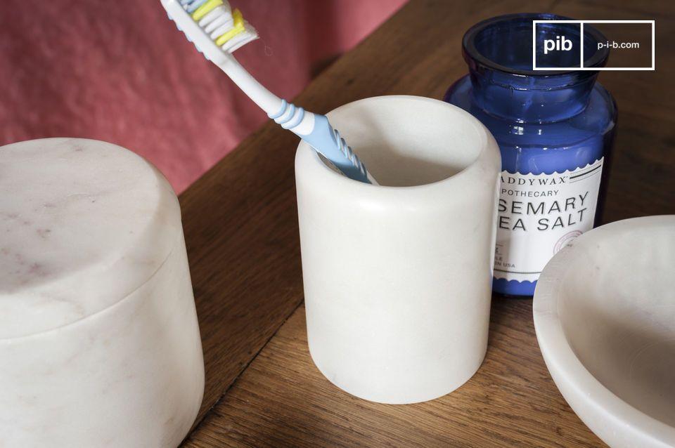 Una olla de lápiz o un portacepillos de dientes, la elegancia del mármol luminoso