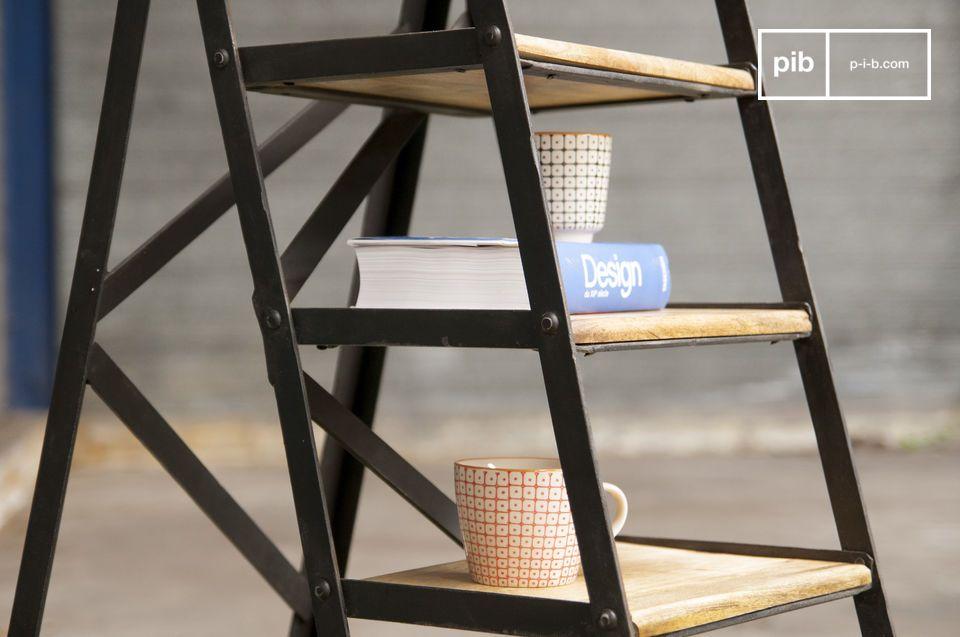 No importa si planea utilizarla como una de las escaleras de madera o como una de las estanterias de