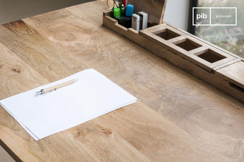 Hecha completamente de madera clara