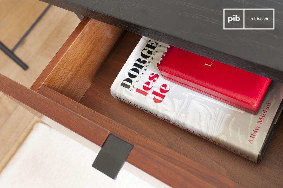El escritorio está estructurado alrededor de un tablero de madera negra ligeramente texturizado