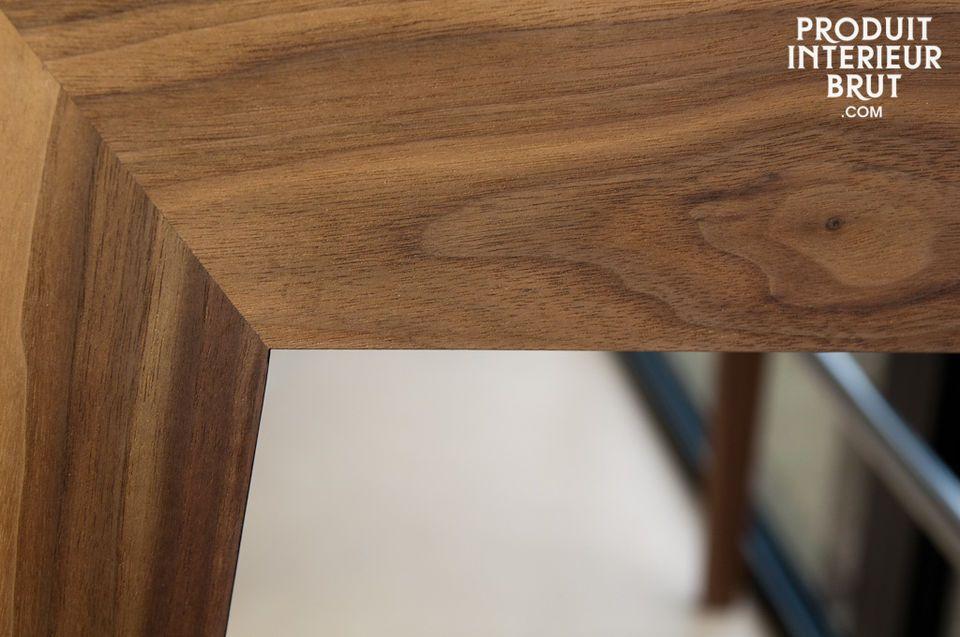 El escritorio Nöten con sus líneas rectas y tres casilleros tiene un diseño elegante inspirado en