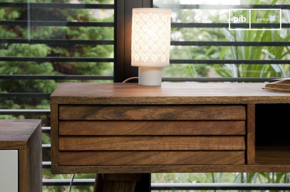 Típico diseño de los años 50, hecho de madera maciza acacia en su totalidad