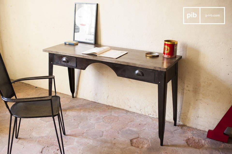 Un escritorio lleno de nostalgia industrial
